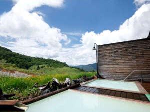 万座ホテル聚楽(じゅらく):夏の露天風呂:どこまでも広がる自然の開放感