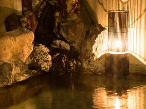 鉄鉱泉本館:名湯「旦過の湯」を贅沢に源泉かけ流す、天然100%の温泉