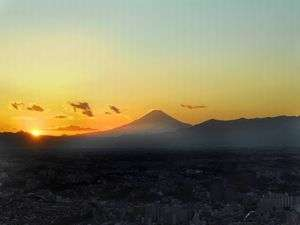 横浜ロイヤルパークホテル :富士に沈む夕日。(写真はイメージです。実際の眺望と異なる場合がございます。)