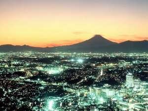 横浜ロイヤルパークホテル :神奈川を一望!夕焼けと富士山をバックに(写真はイメージです。実際の眺望と異なる場合がございます。)