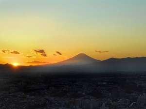 富士山に沈む夕日。(写真はイメージです。実際の眺望と異なる場合がございます。)