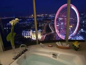 横浜ベイホテル東急:ラグジュアリーオーシャンツインから見るみなとみらいの夜景(ビューバス)