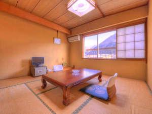 くつろぎの宿 ふじはら:和室8畳(客室一例)/和のしつらえが日本の良さを引き立てます。どうぞごゆっくりお過ごし下さい。