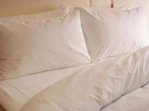 各室の寝具は心地よい眠りを追求し、ホテルオリジナルで開発。枕はお好みに合わせてご用意致します。