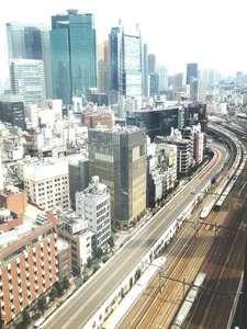 東海道新幹線をはじめ、新橋駅発着の電車をお部屋から眺めることが出来ます。