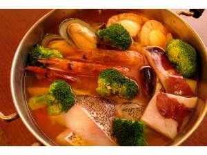 海鮮トマト鍋(ご飯付)3,800円/2~3人前※カセットコンロ付き・3日前迄要予約。
