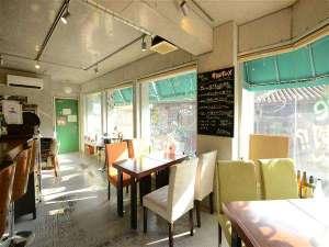 沖縄ゲストハウスけらま:宿提携のカフェバーOPEN!おいしい沖縄料理とオリオンビール、泡盛多数☆