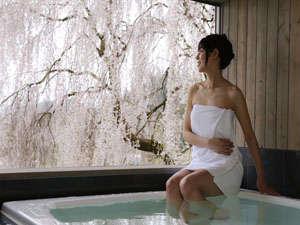 飛騨高山随一の眺望と5つの貸切風呂の湯宿 高山観光ホテル:【無料☆眺望貸切風呂-櫻-】 優しい色に包まれて心地よい時間を♪