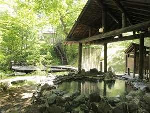 糠平舘観光ホテル:野趣溢れる混浴露天風呂【仙郷の湯】とテラス【緑山薹】