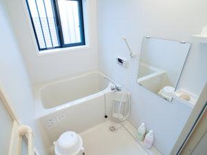 旅館 二幸:*共有バスルーム/2か所を貸切利用、シャワーは24時間いつでも利用できます(※バスタブは23時まで)