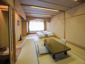 熱海温泉 湯の宿おお川:和室は12畳+広縁の広さ。御食事は朝夕ともお部屋で