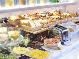 全100種類を超える料理が並ぶ、ホテル自慢のモーニングブッフェ