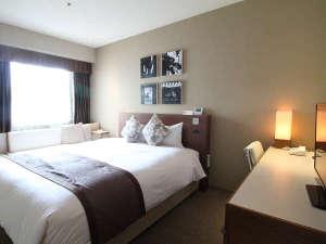 ホテルJALシティ長崎:■DXフロア スタンダードダブル(一例)■高層階にあるお部屋。クイーンサイズのベッドでゆったり
