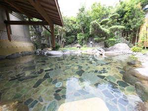 【庭園大野天風呂】自然を体いっぱいに感じられる庭園風呂では、緑浴と温浴が同時にお愉しみ頂けます。
