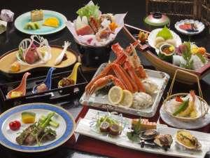 さかなやアネックスホテル茜:【夕食一例(舟盛+ズワイ・タラバ蟹プラン)】当館人気No.1♪ 新鮮な海の幸をご堪能下さいませ。