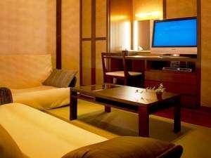 温泉旅館の情緒にシティホテルの機能性を融合させた快適空間※デザイン和室