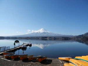 夢見る河口湖 コテージ戸沢センター:2012年3月12日の逆さ富士。戸沢センター湖畔から。