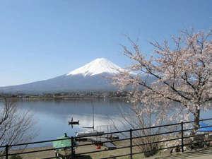 *【富士山と河口湖】四季折々で様々な表情を見せる富士山