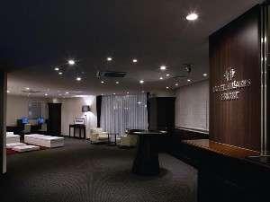 ホテルヒラリーズ:スタイリッシュかつクラシックなデザイン性あふれるロビー