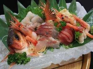 さかなやさん直営 海鮮の宿 三国温泉 えびす亭:地魚氷鉢造り(一例:2人盛)
