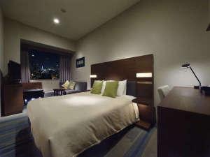 ホテルサンルート有明:スーペリアダブル(22.5平米/シモンズ社製クイーンサイズベッド160cm×203cm)