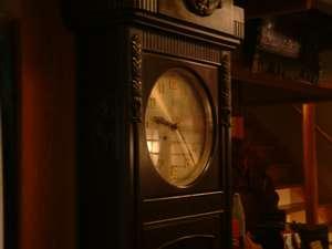 旅館ますや:昭和初期から、時を刻みつづける柱時計。