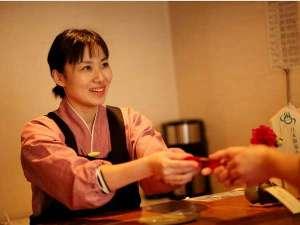 湯田川温泉 つかさや旅館:フロントでは観光のお困りの際は全力でサポートします!!
