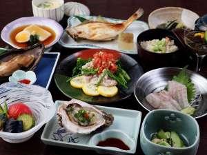 湯田川温泉 つかさや旅館:夏の夕食一例。海は貝が美味しい。野菜が枝豆が美味しい!!