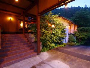 彩る季の庭 薬王館の写真