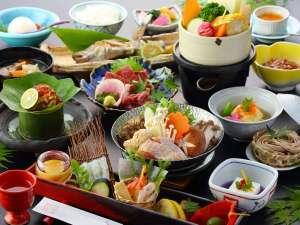 いこい旅館:【中岳膳】夕食のご当地メインを3種類から選べます♪こちらは『大阿蘇赤鶏のつみれ鍋・〆は蕎麦を入れて』