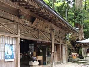 高野山 別格本山  総持院:奥の院までの道のりを女人堂を巡って行きます。