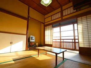 旅館芳和荘:*【和室4.5帖】お二人様までご利用頂けます。趣深いお部屋でのんびりお過ごし下さい。
