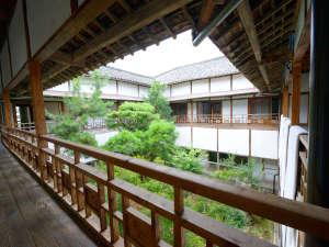 旅館芳和荘:*まるでタイムスリップしかたのような空間。