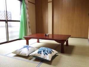 AS ONE Style in 湘南:ゲストハウスは、6帖の和室とリビングルームがそれぞれ独立しております。
