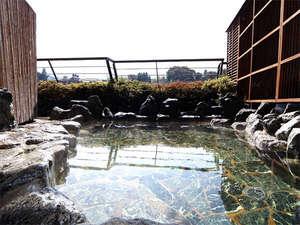 月見の湯 山一屋:自慢の展望風呂。夕方から夜にかけては、ロマンチックな夜景をご覧頂けます。