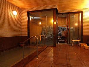 月見の湯 山一屋:大浴場の先に、当館自慢の桶風呂がございます。