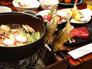 月見の湯 山一屋:グレードアップコースの料理イメージです。囲炉裏端で郷土料理をご堪能下さい