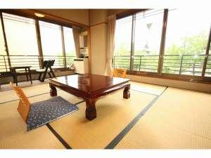 京都東本願寺前 山田屋旅館:東本願寺側バストイレ付和室8畳