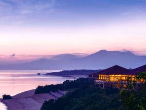 *外観/青い海がすぐそこ!マリンアクティビティにも最適!夕暮れの景色がステキです。