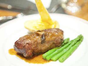 *夕食一例/見た目にも味付けにもこだわった一品。味わってお召し上がり下さい。