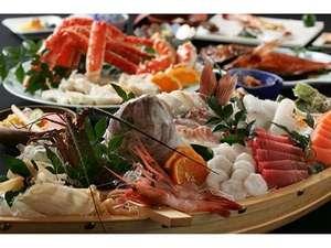 4名様用の舟盛(一例)伊豆ならではの山海の幸をふんだんに使った四季の味