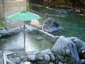 四万温泉 つばたや旅館:四万川沿いにある手作り露天風呂