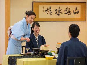 八幡平ハイツ:お客様の笑顔が何よりの喜びです(夕食イメージ)