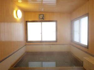 十和田湖温泉 遊魚荘:*大浴場一例/加水・加温なしの源泉かけ流し温泉を、24時間いつでもご堪能ください。