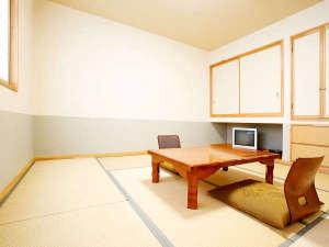 十和田湖温泉 遊魚荘:*和室8畳一例/障子窓から明るい日差しの差し込む、シンプルな畳のお部屋。カップル、ご夫婦にお勧め。
