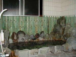 温泉民宿さかんや:源泉かけ流しの岩風呂15:00~翌朝9:00まで入浴できます!