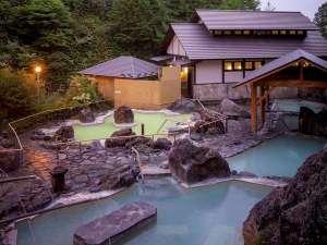万座高原ホテル:石庭露天風呂:異なる源泉から引いているので、色や泉質の違うお湯です。
