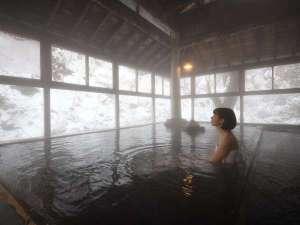 仙台・作並温泉 鷹泉閣岩松旅館:露天風呂とはまた違う雪景色が楽しめる『香華の湯』