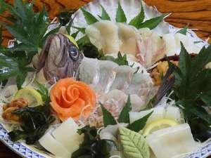 奥日光倶楽部 山の宿:ある日の御造り一例です。魚介は北海道(小樽漁港)新潟(岩船漁港)から直送