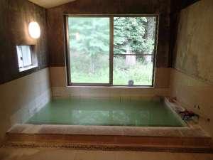 奥日光倶楽部 山の宿:かけ流しの天然にごり湯です。【24時間利用可】